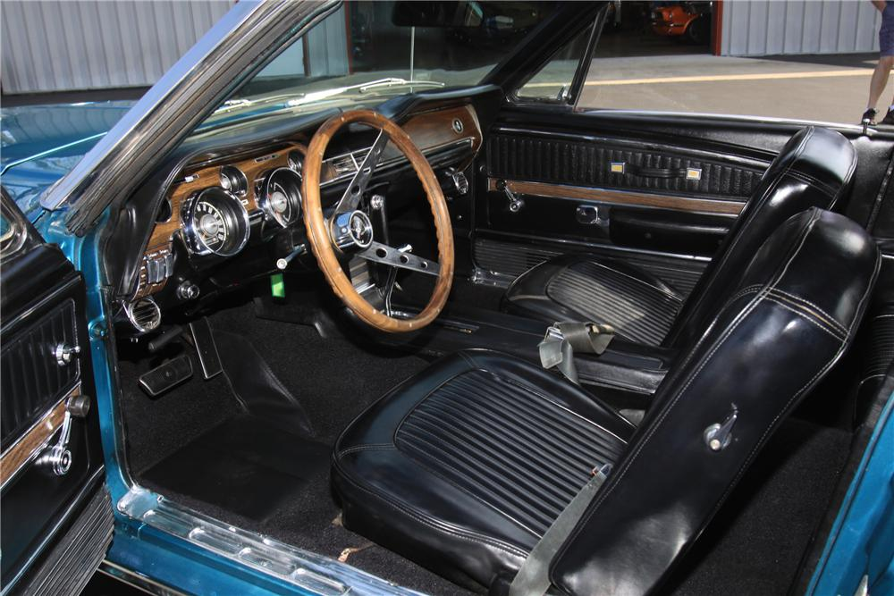 1968 FORD MUSTANG CONVERTIBLE - Interior - 125777