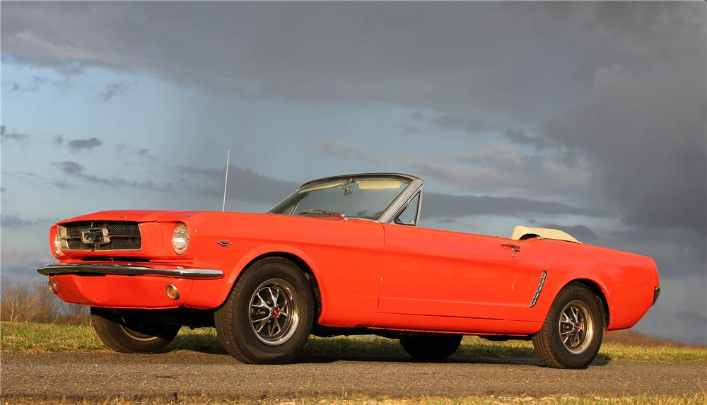 1965 FORD MUSTANG CONVERTIBLE - Front 3/4 - 125819