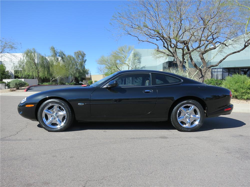 1997 JAGUAR XK8 COUPE - Side Profile - 125820