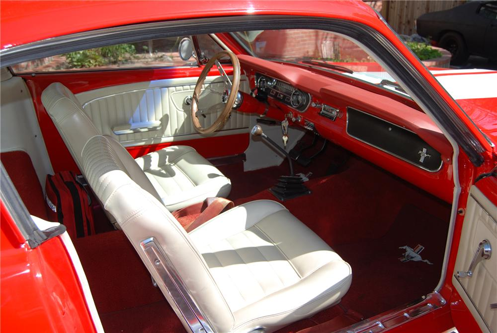 1965 FORD MUSTANG CUSTOM FASTBACK - Interior - 130249