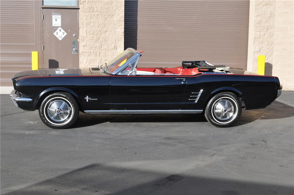 1966 FORD MUSTANG CONVERTIBLE - Front 3/4 - 130267