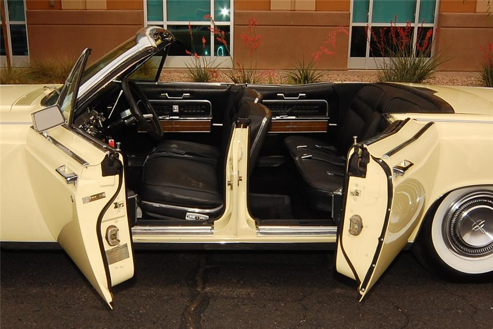 1966 LINCOLN CONTINENTAL CONVERTIBLE - Interior - 130269