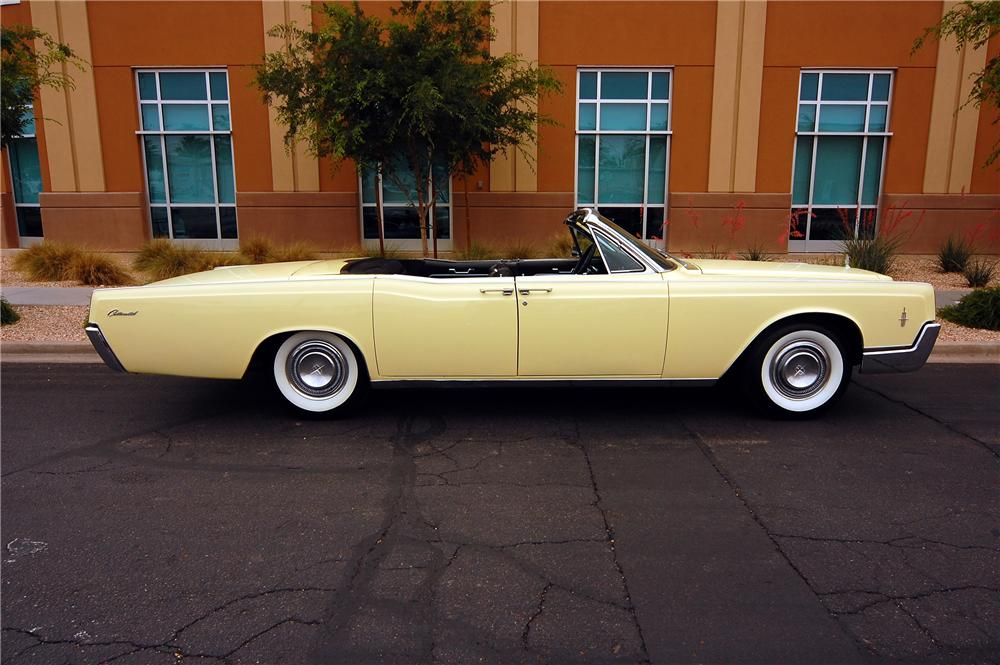 1966 LINCOLN CONTINENTAL CONVERTIBLE - Side Profile - 130269