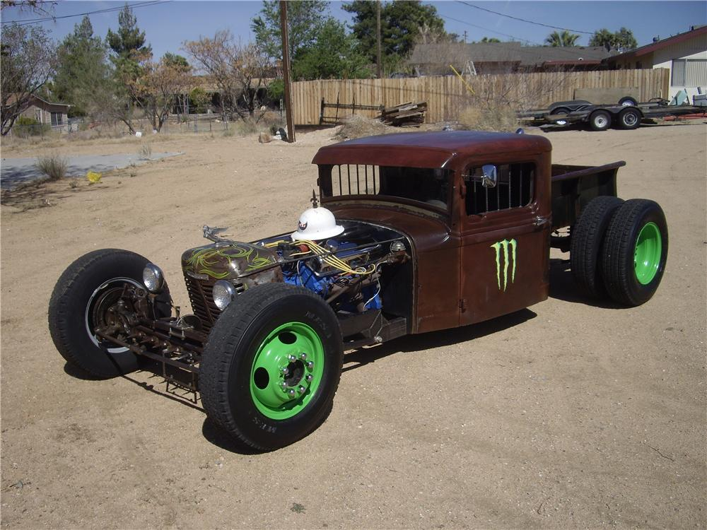 1932 FORD CUSTOM PICKUP - Front 3/4 - 130274