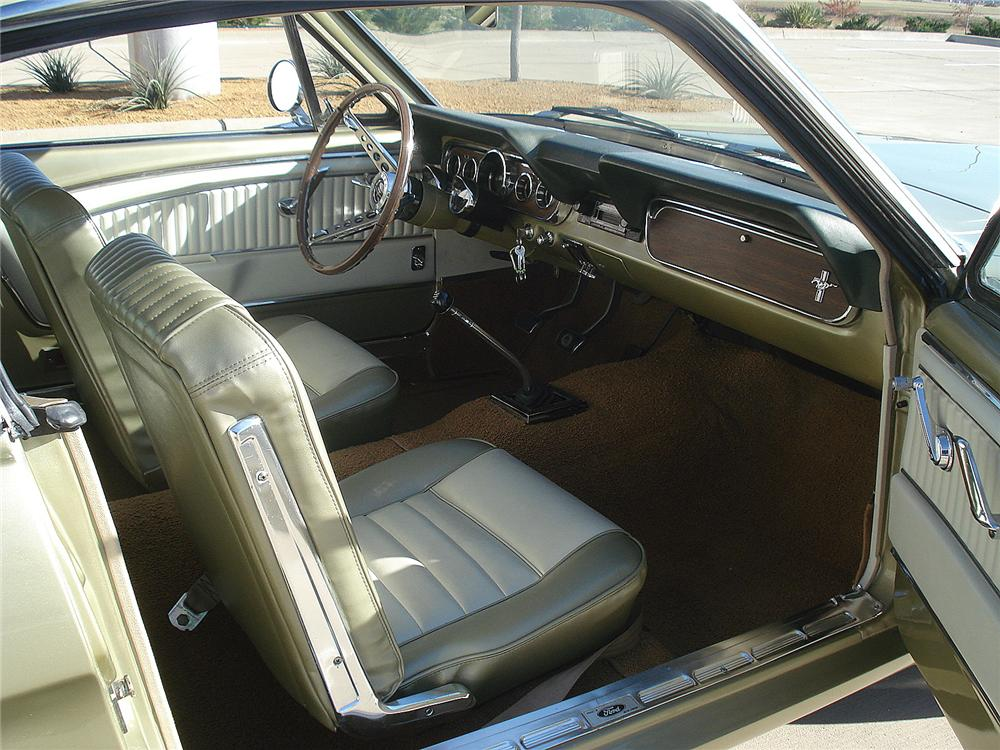 1966 FORD MUSTANG GT FASTBACK - Interior - 130307