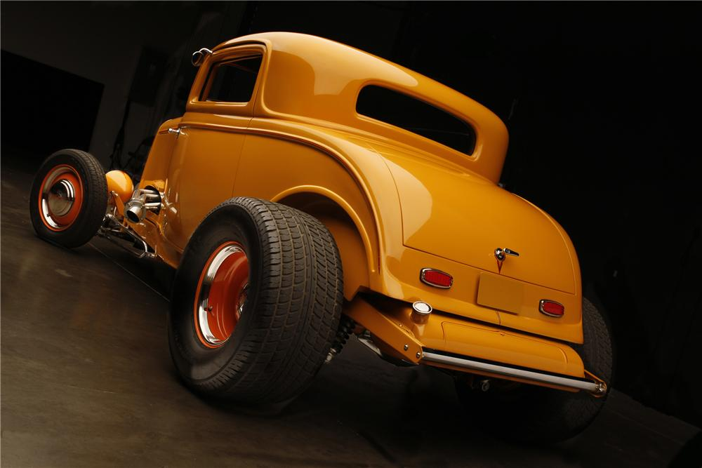 1932 FORD HI-BOY 3-WINDOW CUSTOM COUPE - Rear 3/4 - 130308