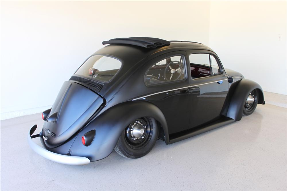 1960 VOLKSWAGEN BEETLE CUSTOM 2 DOOR COUPE - Rear 3/4 - 130325