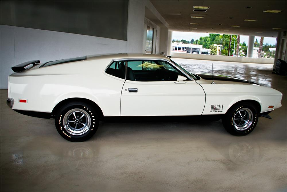 1971 FORD MUSTANG MACH 1 FASTBACK - Side Profile - 130343