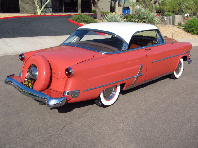 1953 FORD CRESTLINE VICTORIA 2 DOOR HARDTOP - Rear 3/4 - 130351