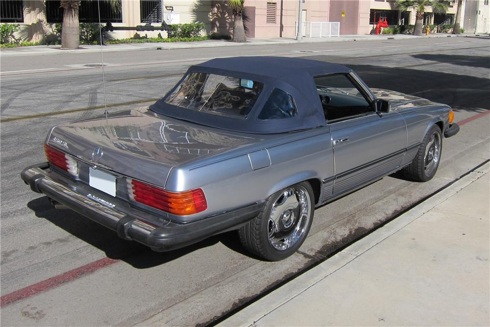 1978 MERCEDES-BENZ 450SL CONVERTIBLE - Rear 3/4 - 130372