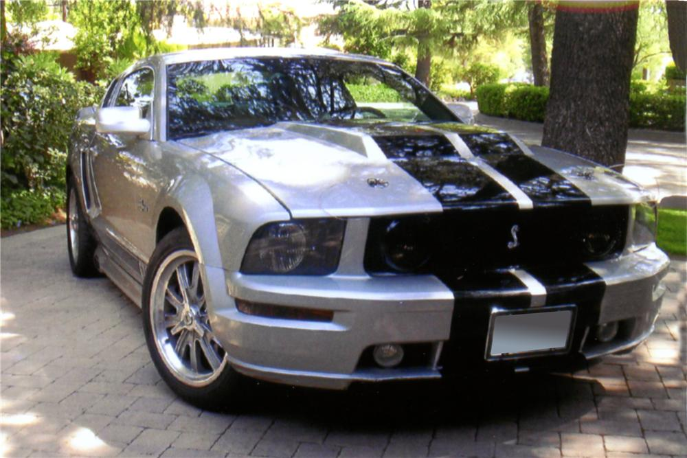 2005 FORD MUSTANG GT CUSTOM COUPE - Front 3/4 - 130375
