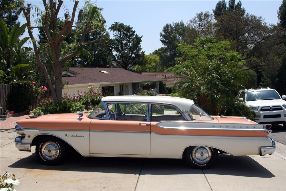 1957 MERCURY MONTCLAIR 2 DOOR HARDTOP - 130391