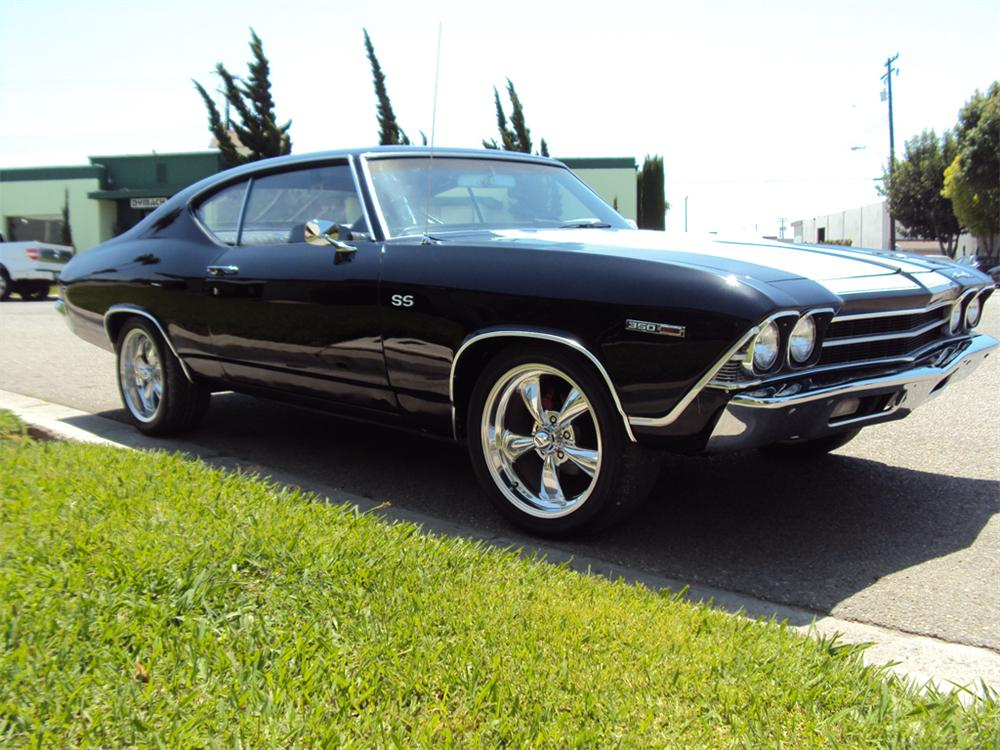 1969 CHEVROLET CHEVELLE CUSTOM 2 DOOR COUPE - Front 3/4 - 130402