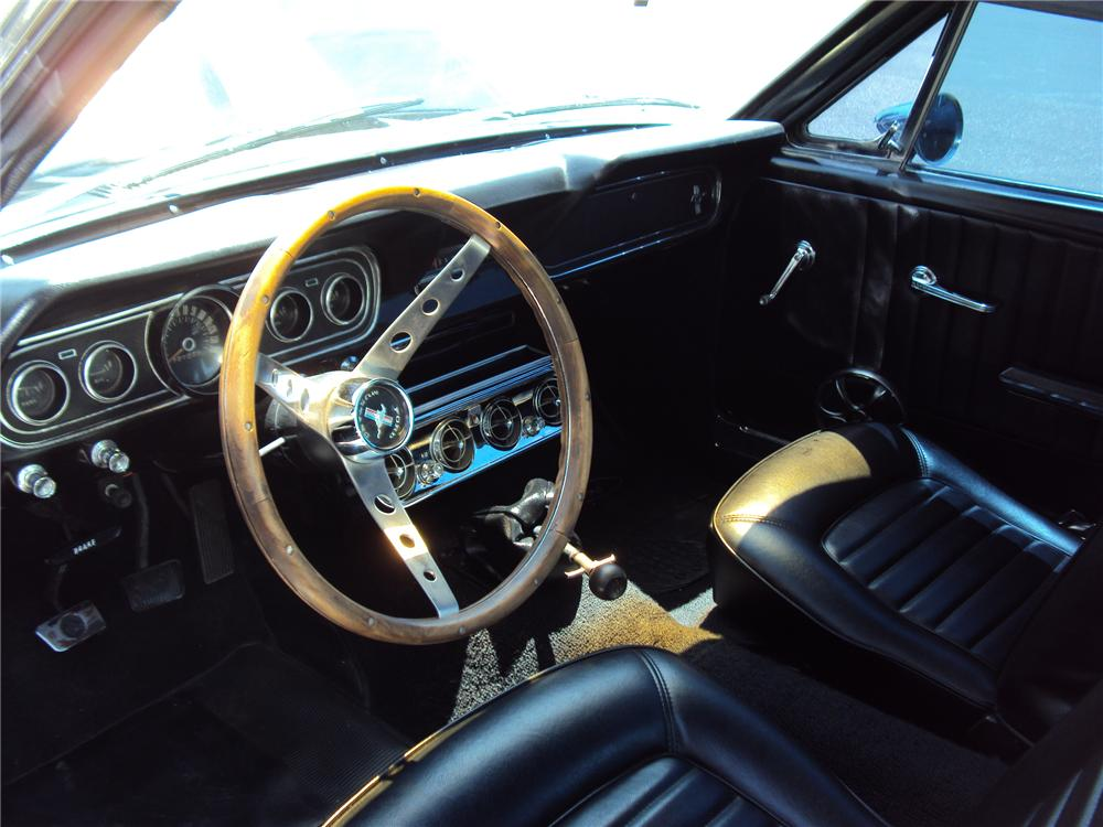 1966 FORD MUSTANG CUSTOM FASTBACK - Interior - 130404