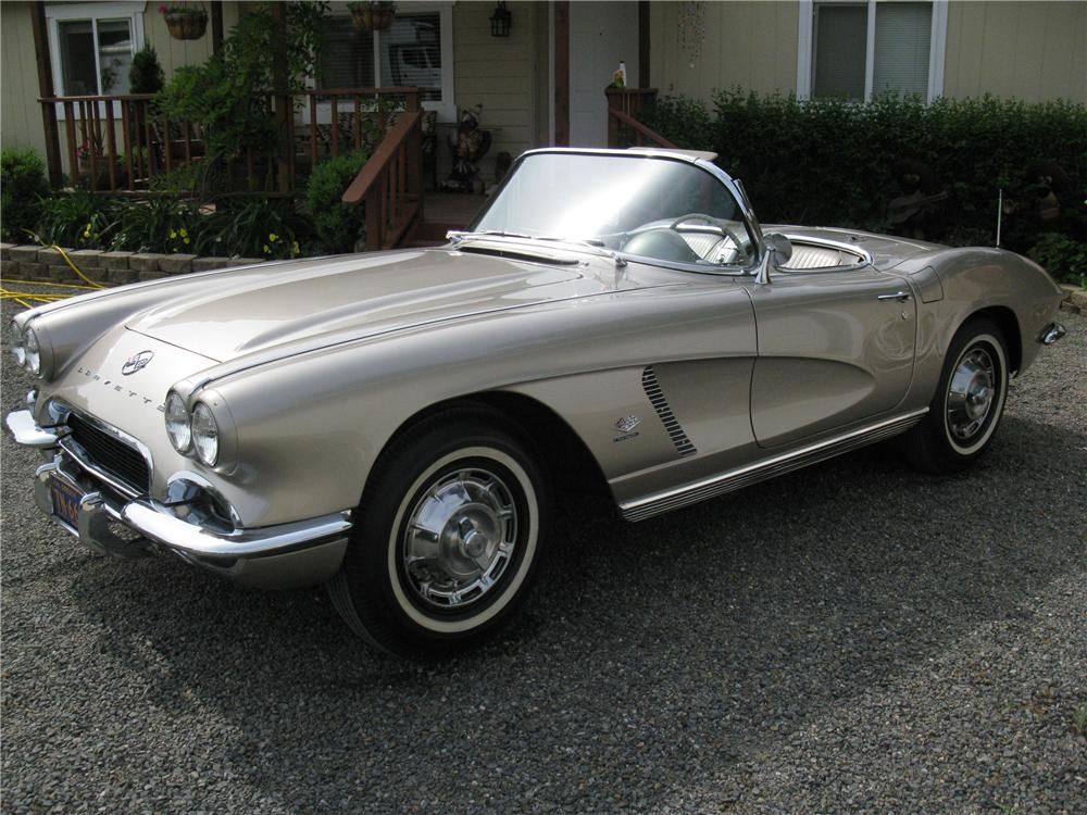 1962 CHEVROLET CORVETTE CONVERTIBLE - Front 3/4 - 130437