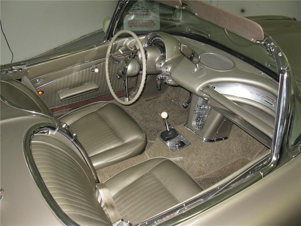 1962 CHEVROLET CORVETTE CONVERTIBLE - Interior - 130437