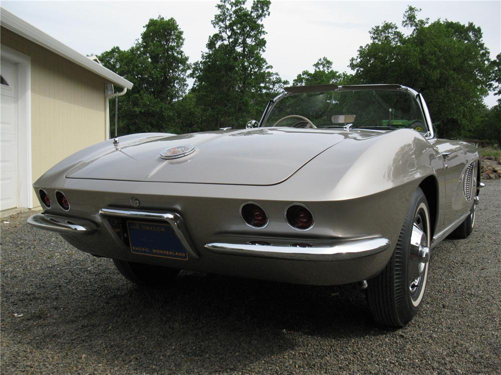 1962 CHEVROLET CORVETTE CONVERTIBLE - Rear 3/4 - 130437