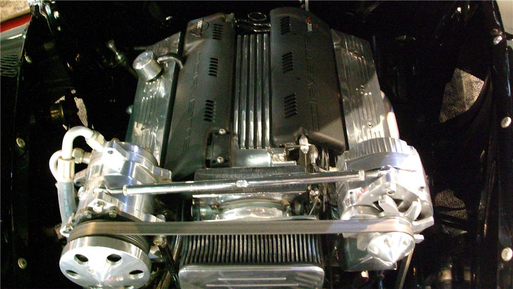 1940 FORD DELUXE CUSTOM CONVERTIBLE - Engine - 130455