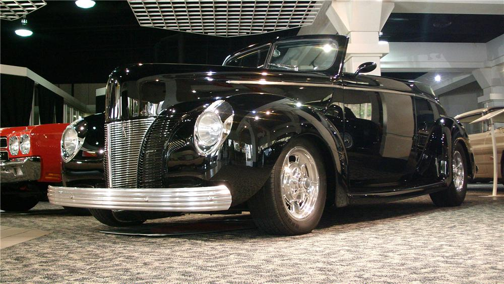 1940 FORD DELUXE CUSTOM CONVERTIBLE - Front 3/4 - 130455