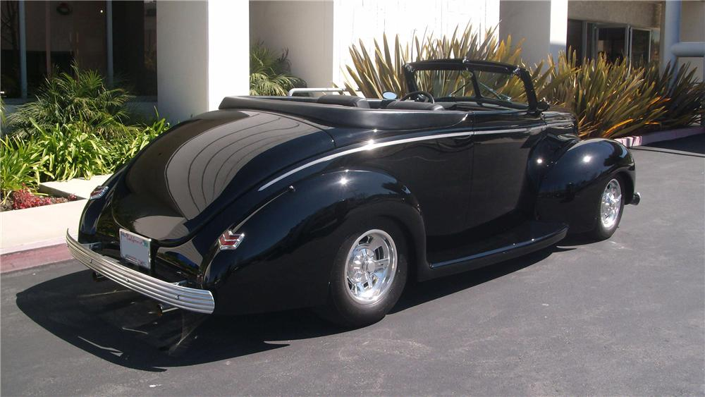 1940 FORD DELUXE CUSTOM CONVERTIBLE - Rear 3/4 - 130455