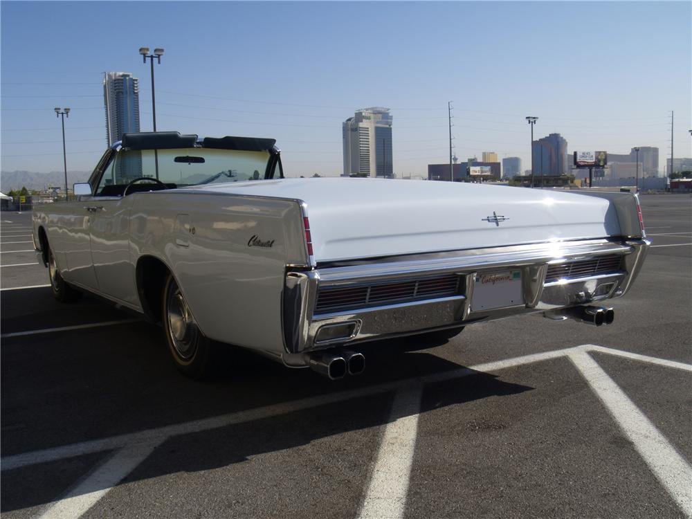 1966 LINCOLN CONTINENTAL CONVERTIBLE - Rear 3/4 - 130539