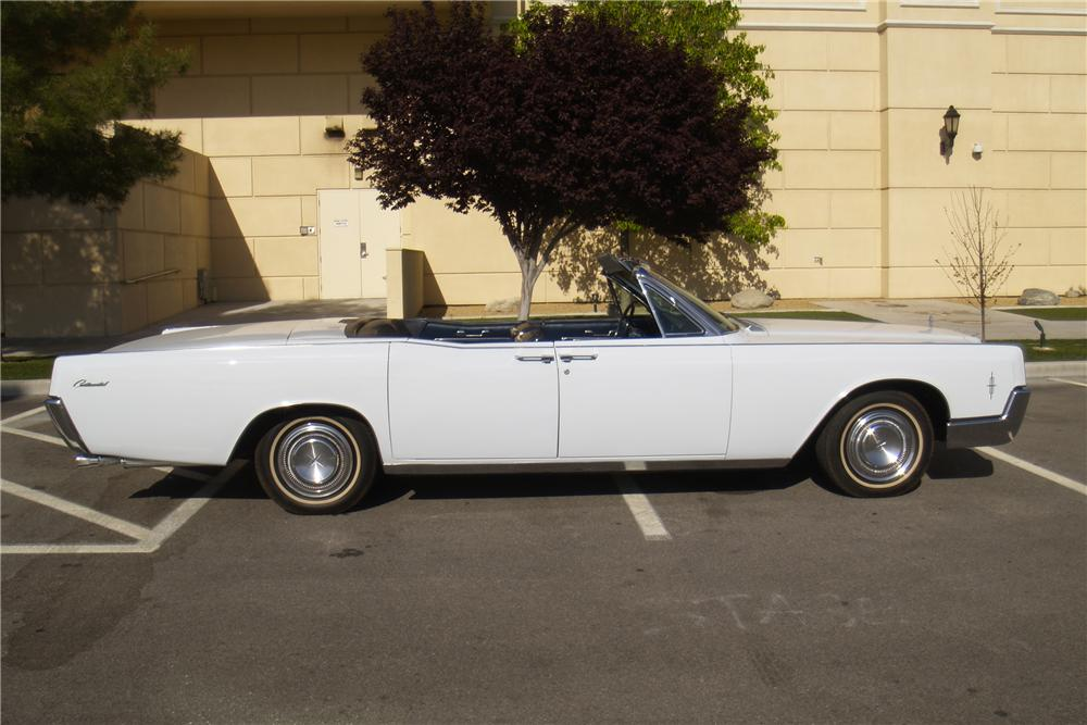 1966 LINCOLN CONTINENTAL CONVERTIBLE - Side Profile - 130539