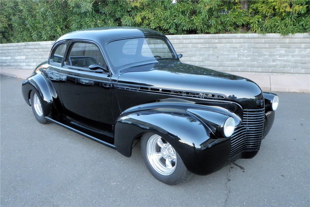 1940 CHEVROLET CUSTOM COUPE - Front 3/4 - 130616