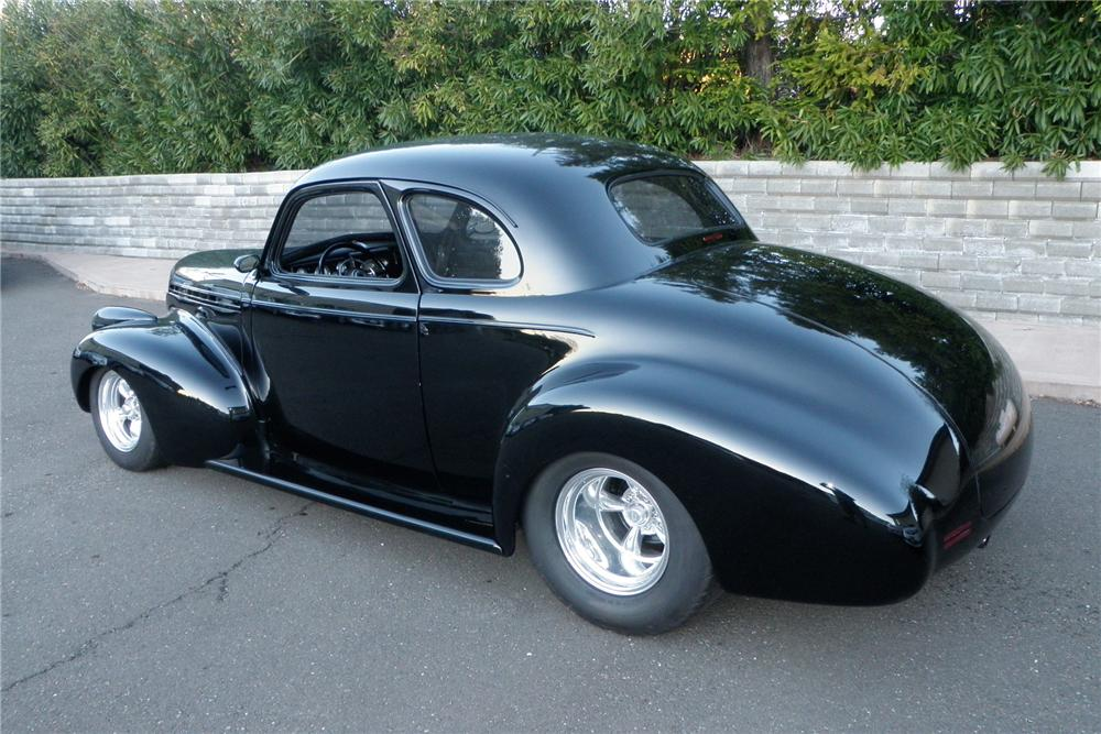 1940 CHEVROLET CUSTOM COUPE - Rear 3/4 - 130616