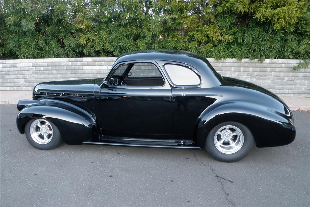 1940 CHEVROLET CUSTOM COUPE - Side Profile - 130616