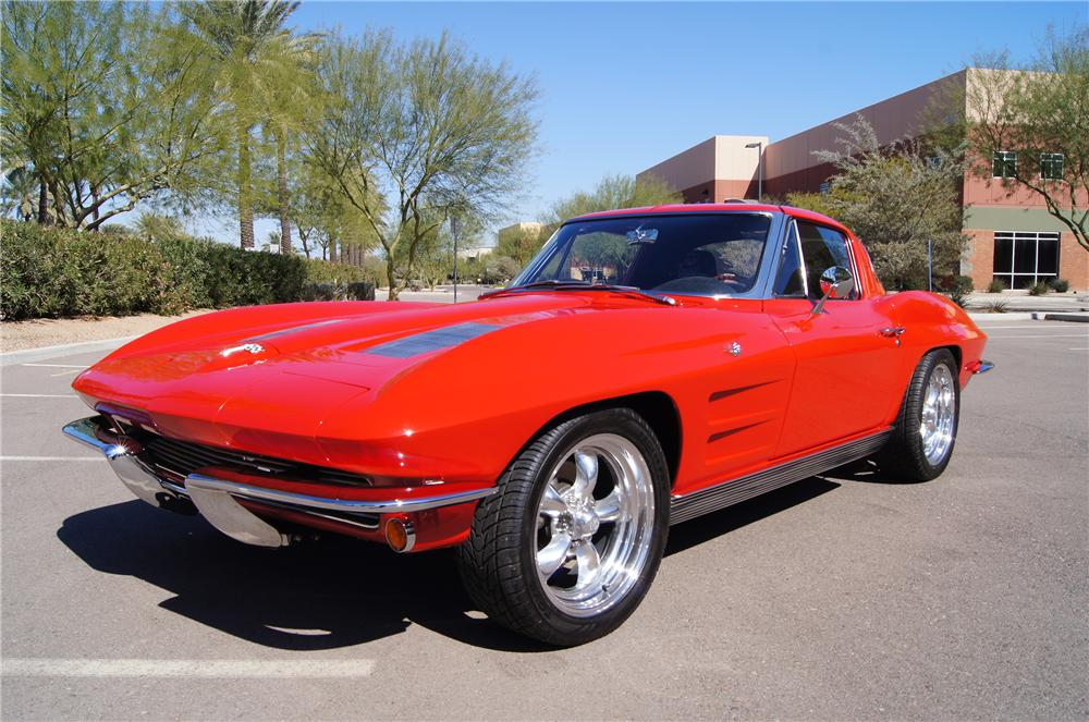 1963 CHEVROLET CORVETTE COUPE - Front 3/4 - 130623