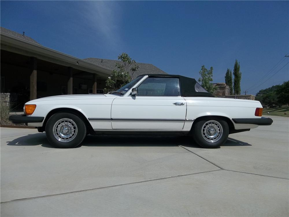 1979 MERCEDES-BENZ 450SL CONVERTIBLE - Side Profile - 130624
