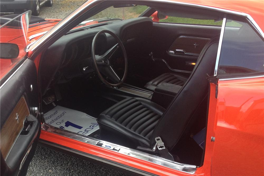 1970 FORD MUSTANG FASTBACK - Interior - 130728