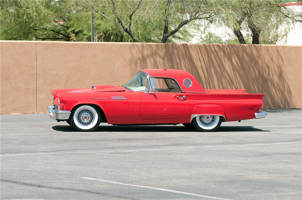 1957 FORD THUNDERBIRD CONVERTIBLE - Side Profile - 130782