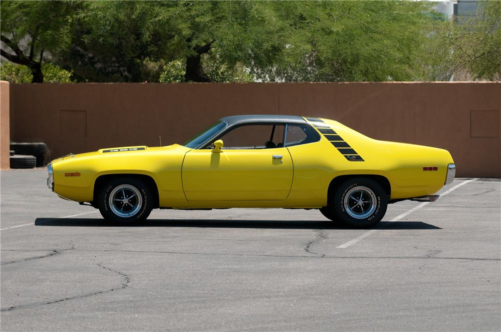 1971 PLYMOUTH ROAD RUNNER 2 DOOR COUPE - Side Profile - 130912