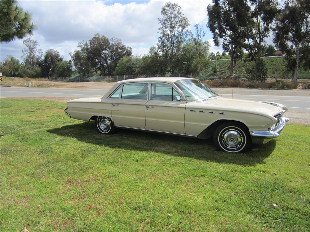 1961 BUICK ELECTRA 4 DOOR SEDAN - Side Profile - 130960