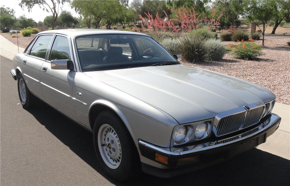 1988 JAGUAR XJ 6 4 DOOR SEDAN - Front 3/4 - 130962