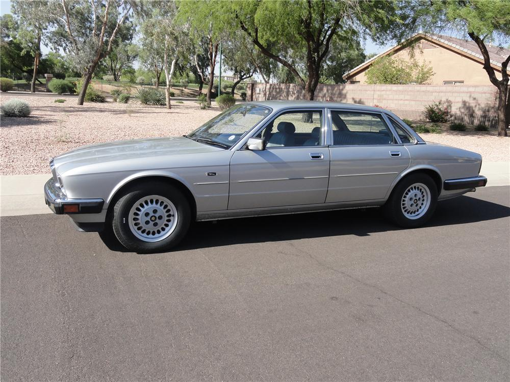1988 JAGUAR XJ 6 4 DOOR SEDAN - Side Profile - 130962