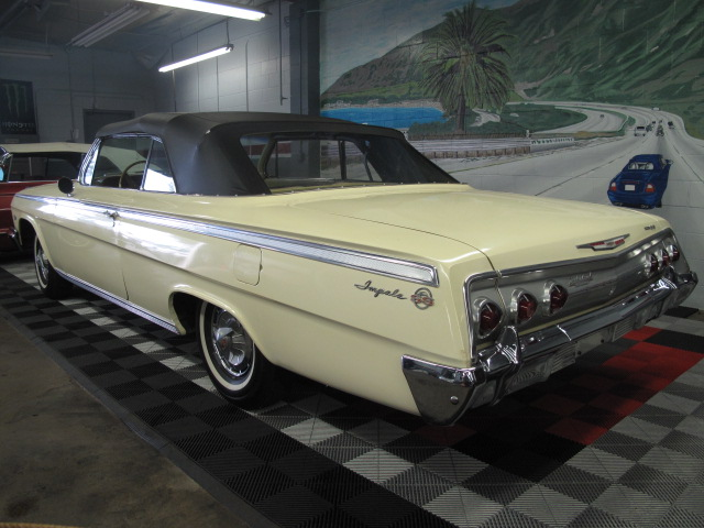 1962 CHEVROLET IMPALA SS CONVERTIBLE - Rear 3/4 - 130969