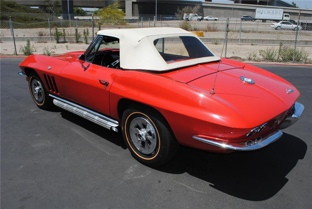 1965 CHEVROLET CORVETTE CONVERTIBLE - Rear 3/4 - 130986
