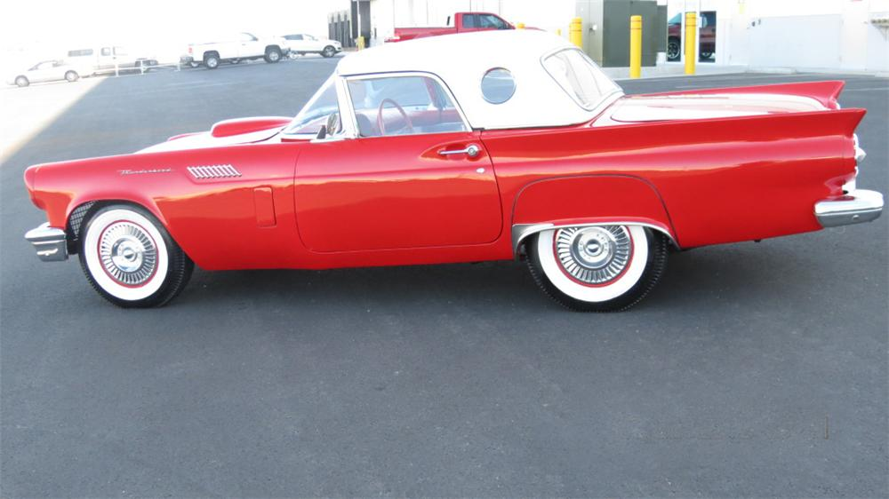 1957 FORD THUNDERBIRD CONVERTIBLE - Front 3/4 - 131033