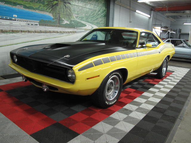 1970 PLYMOUTH CUDA AAR 2 DOOR COUPE - Front 3/4 - 131043