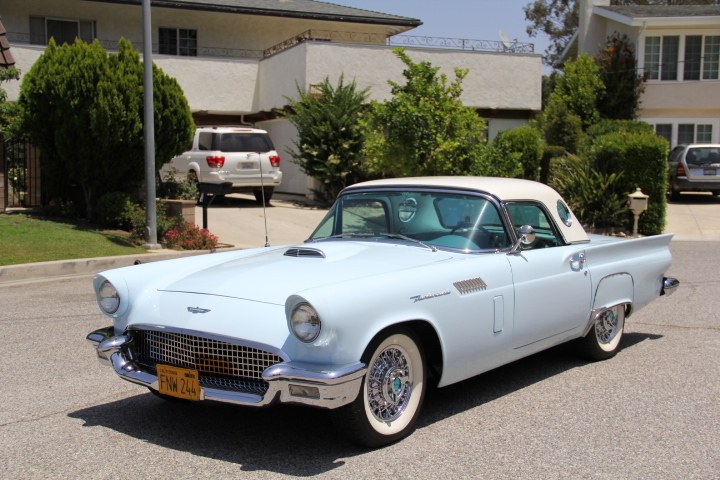 1957 FORD THUNDERBIRD CONVERTIBLE - Front 3/4 - 131046