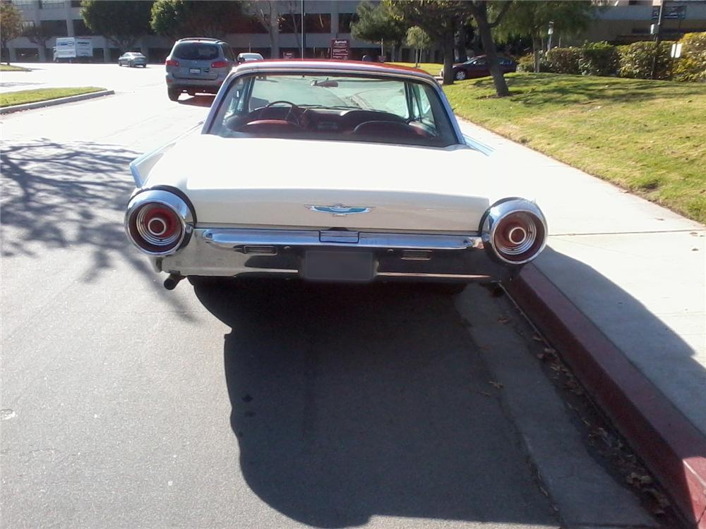 1962 FORD THUNDERBIRD COUPE - Rear 3/4 - 131052