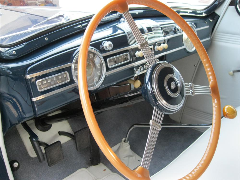 1938 PACKARD EIGHT CONVERTIBLE - Interior - 132687
