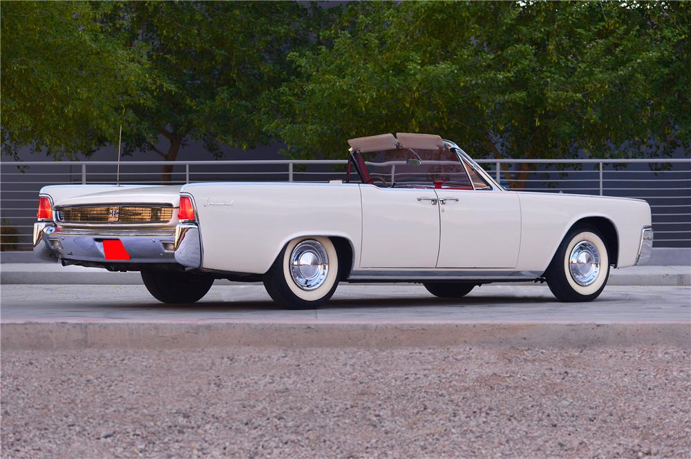 1962 LINCOLN CONTINENTAL CONVERTIBLE - Rear 3/4 - 132706