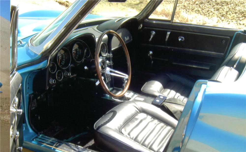 1966 CHEVROLET CORVETTE CONVERTIBLE - Interior - 132732