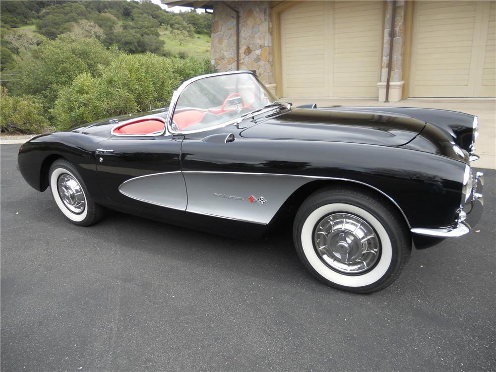 1957 CHEVROLET CORVETTE CONVERTIBLE - Side Profile - 132742