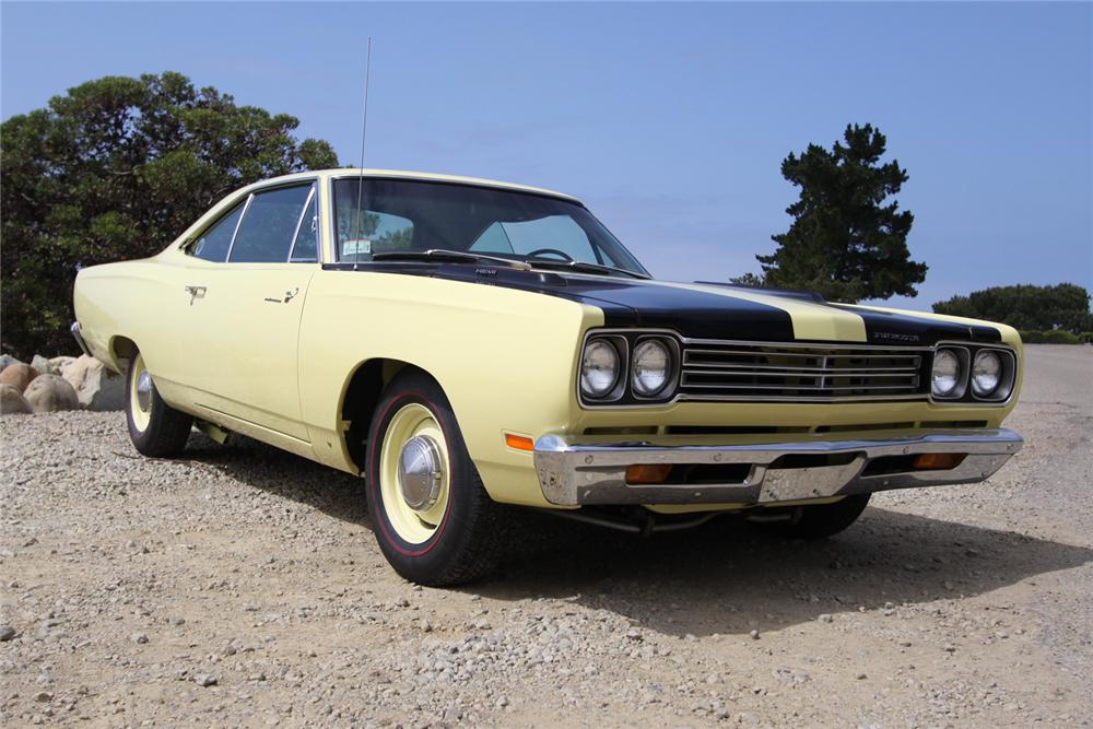 1969 PLYMOUTH HEMI ROAD RUNNER 2 DOOR HARDTOP - Front 3/4 - 132747