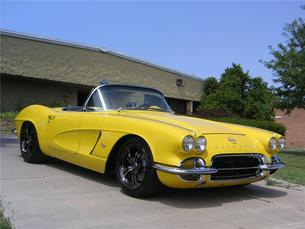 1962 CHEVROLET CORVETTE CUSTOM CONVERTIBLE - Front 3/4 - 132765