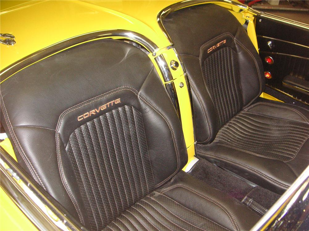1962 CHEVROLET CORVETTE CUSTOM CONVERTIBLE - Interior - 132765